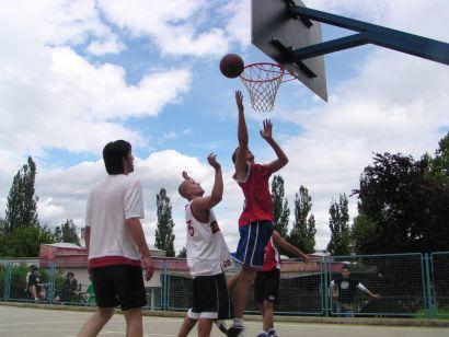 Pod_vedrim_nebom_basket.JPG