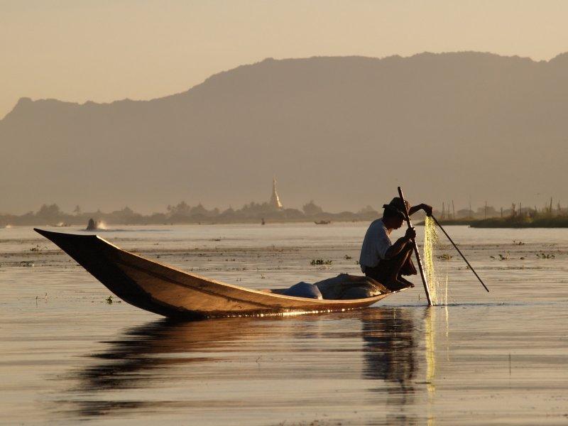 myanmar_river-800x600