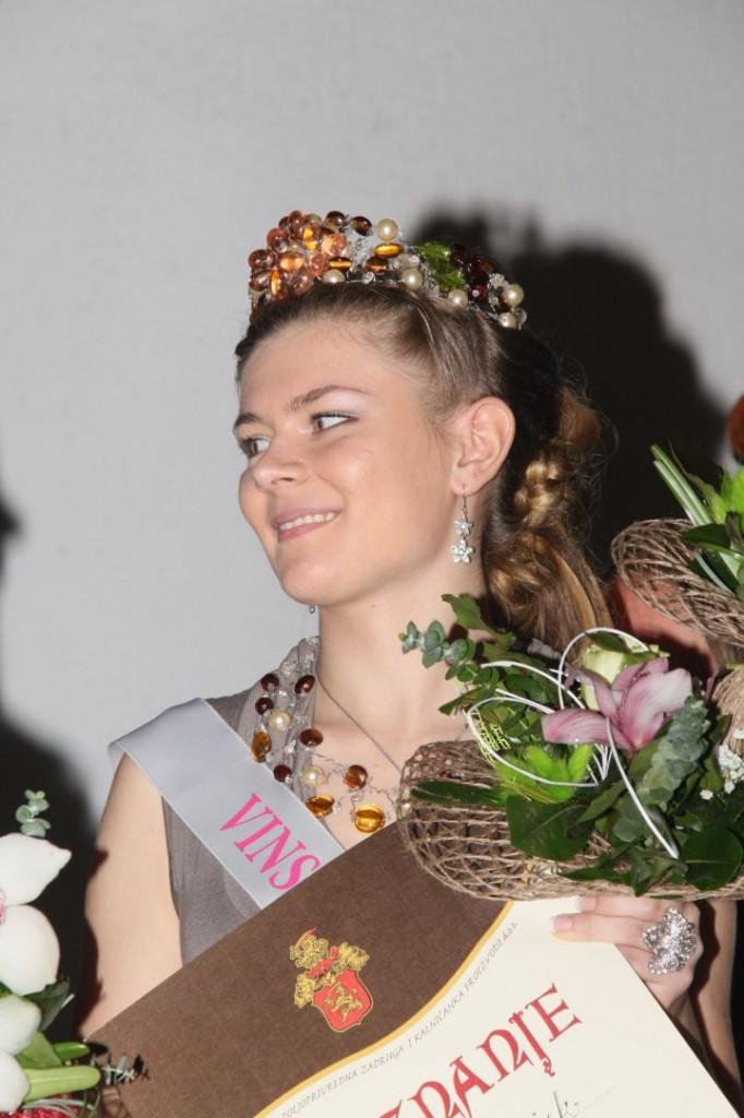 KALNIK, biranje vinske kraljice    136