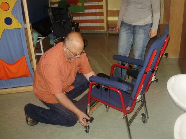 FIVE4KIDS_pomagala_stolica_2011
