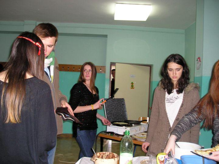 Gimnazija_palacinke_humanitarna_akcija_PC200791