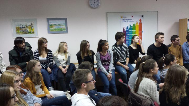 Sajam_studija_prosinac_2013_udruga_POINT_gimnazija_studenti_1