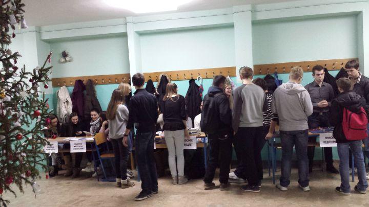 Sajam_studija_prosinac_2013_udruga_POINT_gimnazija_studenti_4