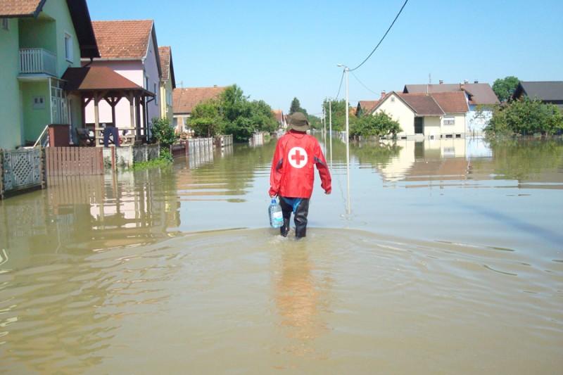 web-dsc05807_Hrvatski_crveni_kriz_volonteri_poplave_pomoc
