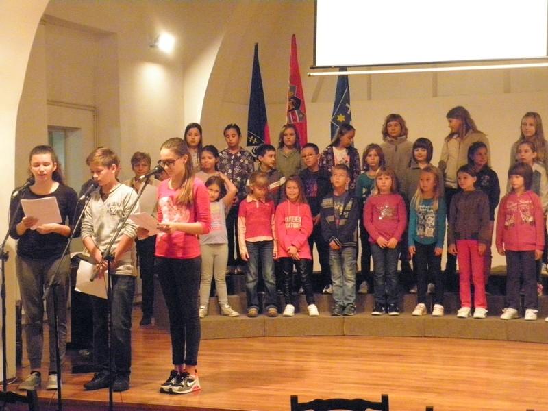 Prizor s generalne probe učenika OŠ Ljudevita Modeca 2. listopada