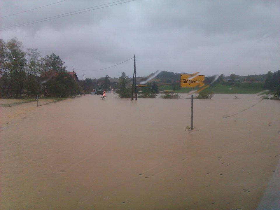 Obilna kiša poplavila prometnicu u Glogovnici