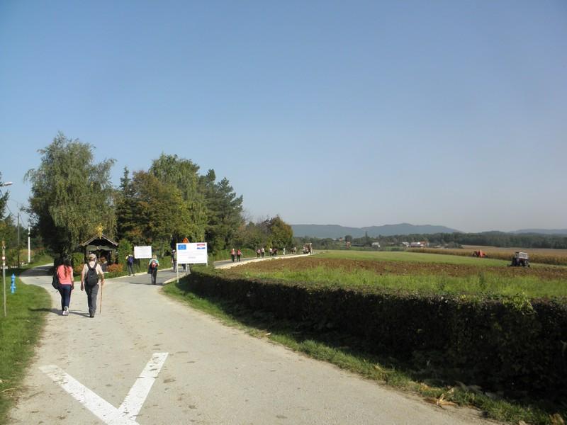 Na putu od Svetog Petra Orehovca do Kalnika sudionici Puta kleti provjeravaju kvalitetu europskih cesta