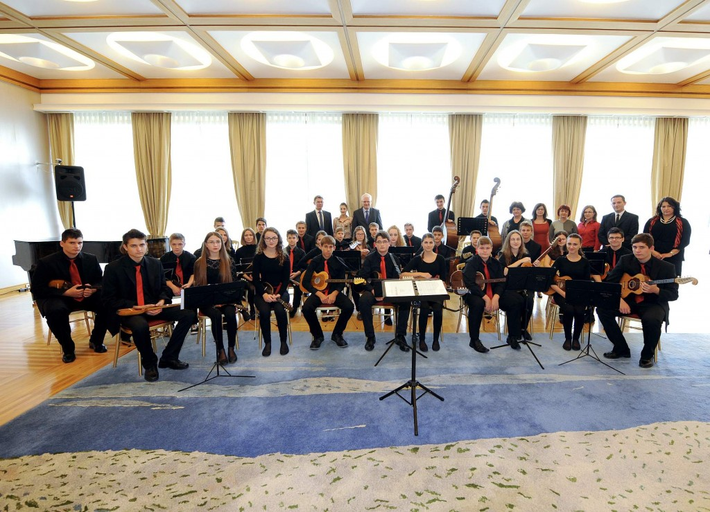 Tamburaški orkestar Glazbene škole  kod predsjednika Republike dr. Ive  Josipovića