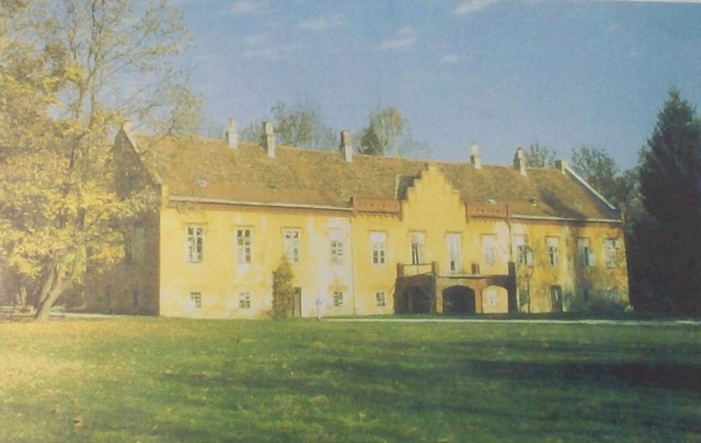 Novi dvor u Zaprešiću (prije obnove), jedno vrijeme u posjedu Sermageovih (izvor: Wikipedia)