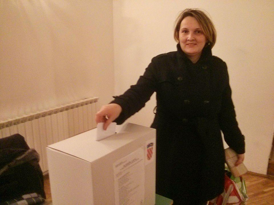 Predsjednicki_izbori_glasovanje_2014_biracica