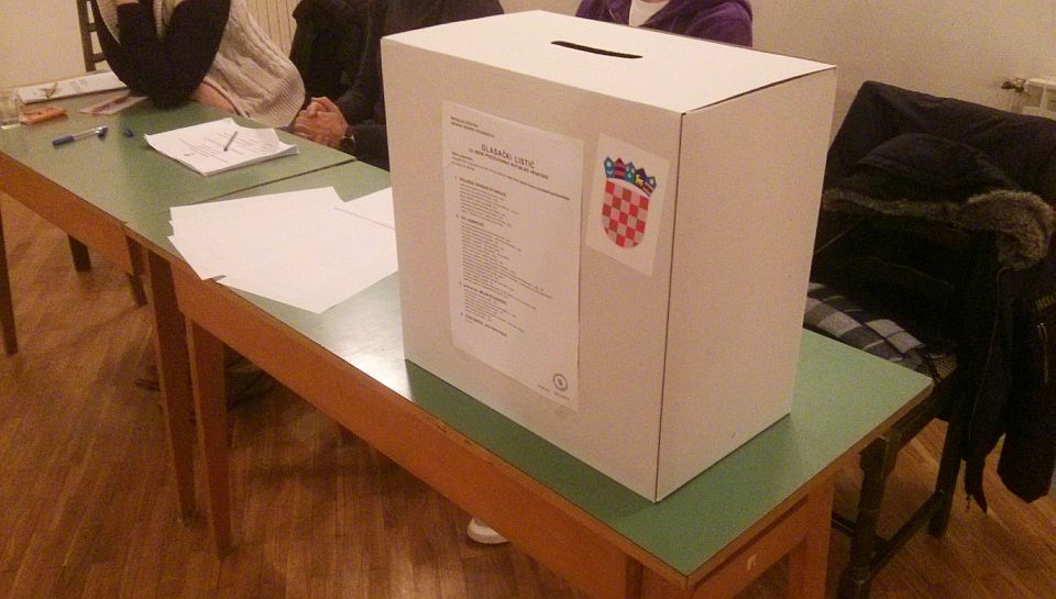 Predsjednicki_izbori_glasovanje_2014_glasacka_kutija