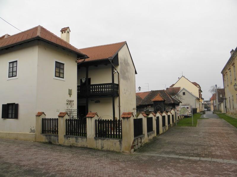 Gradski muzej u Križevcima i pogled niz Ulicu Tome Sermagea u kojoj se nalazi. 30. siječnja održava se u njemu jubilarna deseta Noć muzeja (foto: R.Matić)