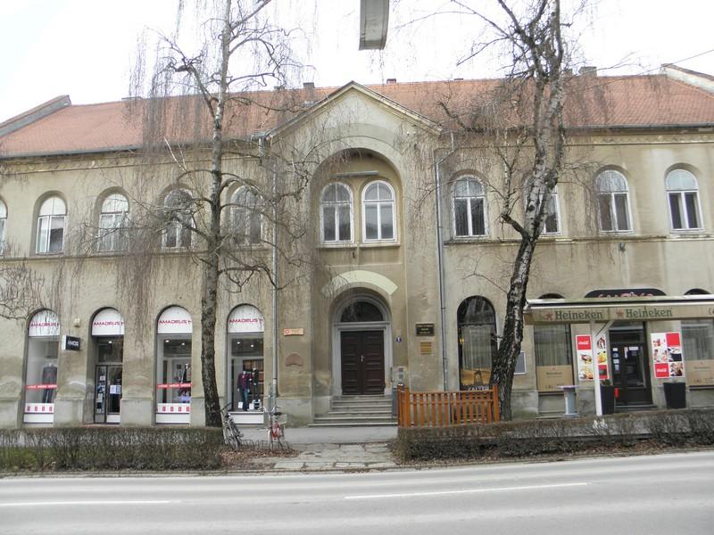 Tomo Sermage zaslužan je za izgradnju zgrade na adresi Zakmardijeva 5 u Križevcima. Izgrađena je 1856. da bi bila pučka škola, a danas su u njoj Pučko otvoreno učilište i Planinarsko društvo Kalnik. Na njenom je mjestu bila kuća u kojoj se 1852. rodio Milan Grlović, osnivač Hrvatskog novinarskog društva