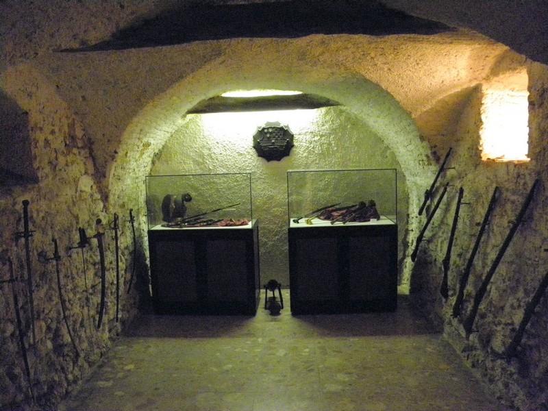 """Pogled na dio stalnog postava u """"katakombi"""" križevačkog muzeja u Noći muzeja 30. siječnja 2015."""