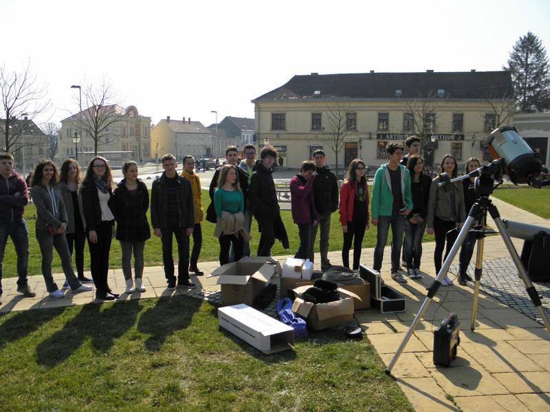Nikad veći interes u Križevcima za uličnu astronomiju kao povodom pomrčine Sunca 20. ožujka (foto R. Matić)