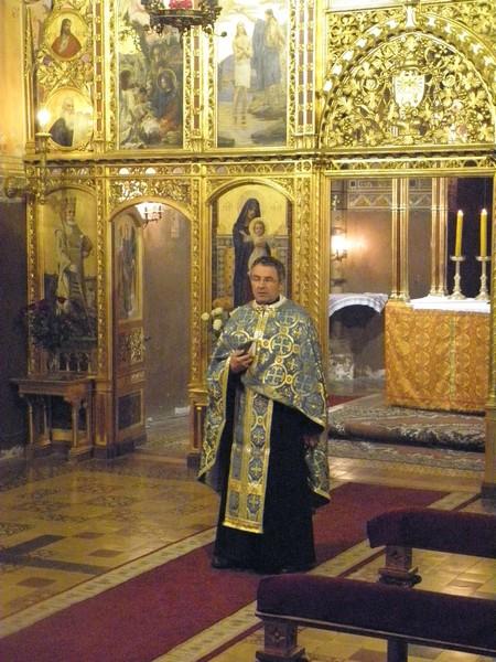 Katedralni župnik Mihajlo Simunović predvodi Moleben Presvetoj Bogorodici 22. svibnja 2015. (foto: R.Matić)
