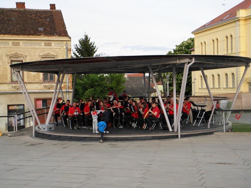 Na bisu su odvažni mališani iz publike 'smijenili' dirigenta i 'preuzeli' zbor (foto R.Matić)