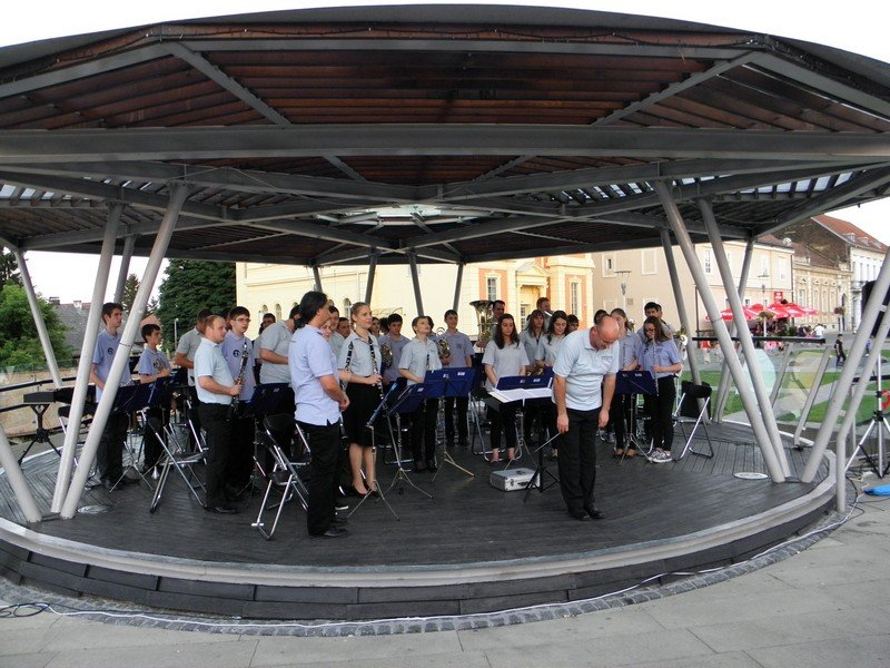 Koncert na otvorenom Gradskog puhačkog orkestra Križevci, na POOH festu 7. lipnja 2015. (foto: R.Matić)