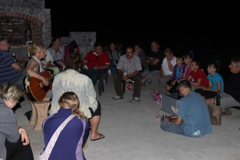 Intimni spontani koncert uz promatranje noćnog neba - jedna od promatračica bila je i  Lidija Bajuk (foto: Martin Vujić)