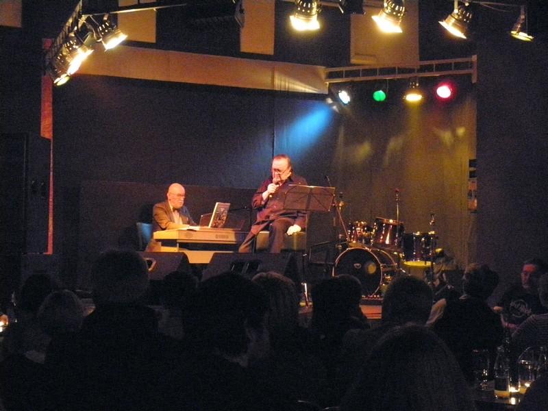 Arsen Dedić u Klubu kulture u Križevcima 4. svibnja 2012. (foto: R.Matić)