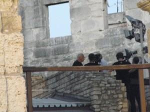 """Iz velike daljine, """"teleskopom"""": David Gilmour opsjednut novinarima prije koncerta u Areni u Puli 12. rujna 2015. (foto: R.Matić)"""