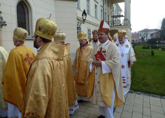 Bjelovarsko-križevački biskup mons. Vjekoslav Huzjak s grkokatoličkim biskupima na proslavi 400. obljetnice Križevačke eparhije 2011.