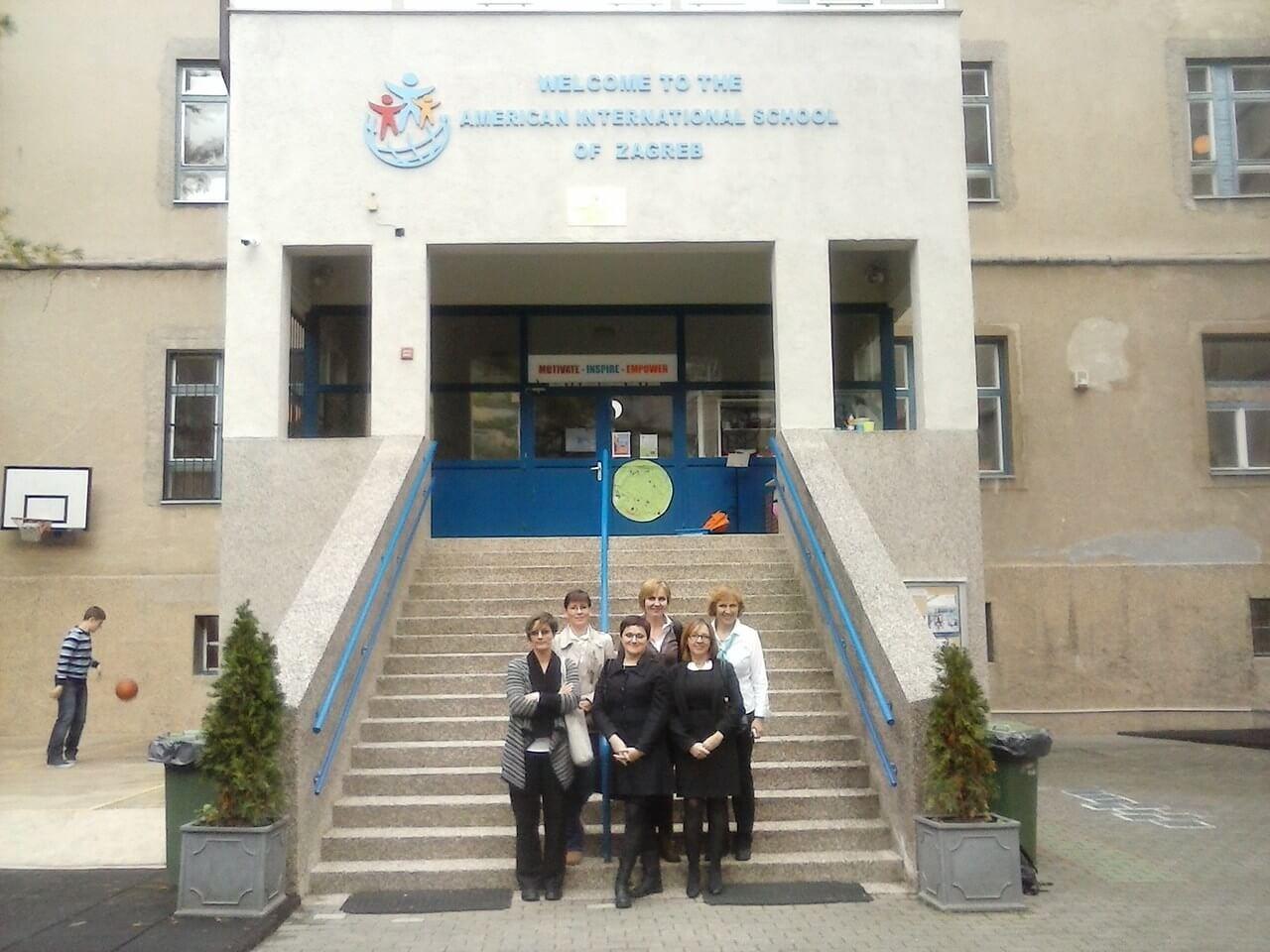 """Učenici OŠ """"Vladimir Nazor"""" Križevci 20.10.2015. su bili u posjetu Američkoj ambasadi i Američkoj međunarodnoj školi u Zagrebu"""