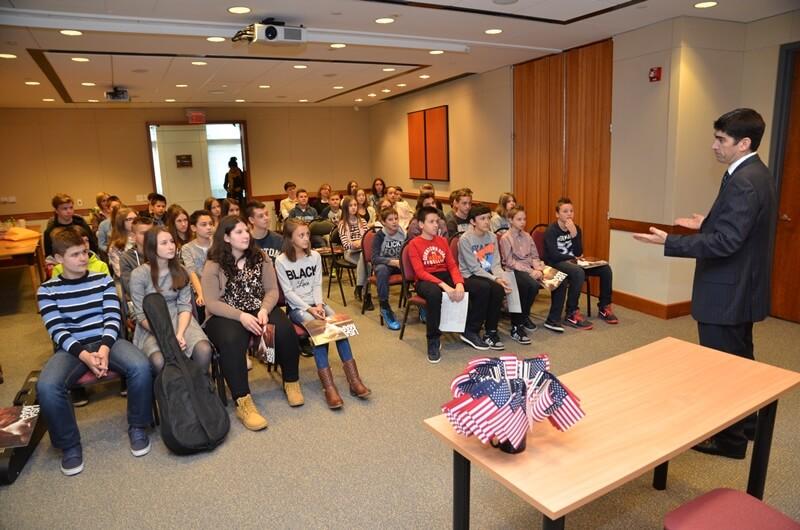 """Posjet američkom veleposlanstvu i američkoj međunarodnoj školi u Zagrebu  Grupa učenika iz Osnovne škole """"Vladimir Nazor"""" Križevci"""