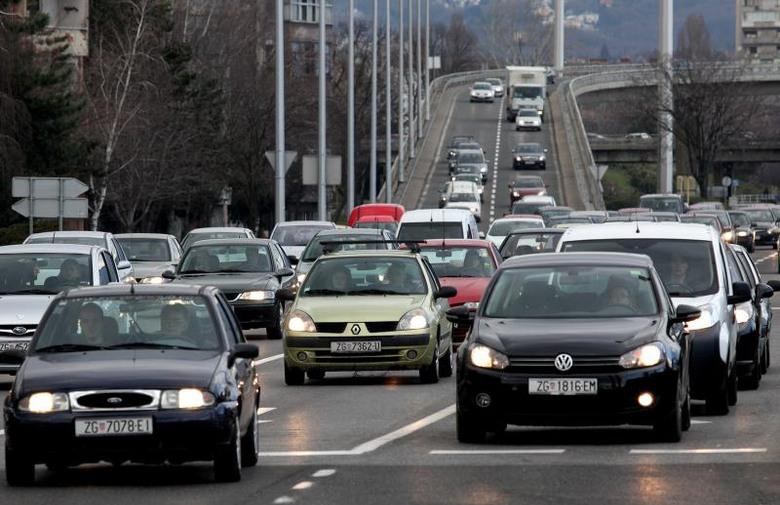 obvezna vožnja s upaljenim svjetlima
