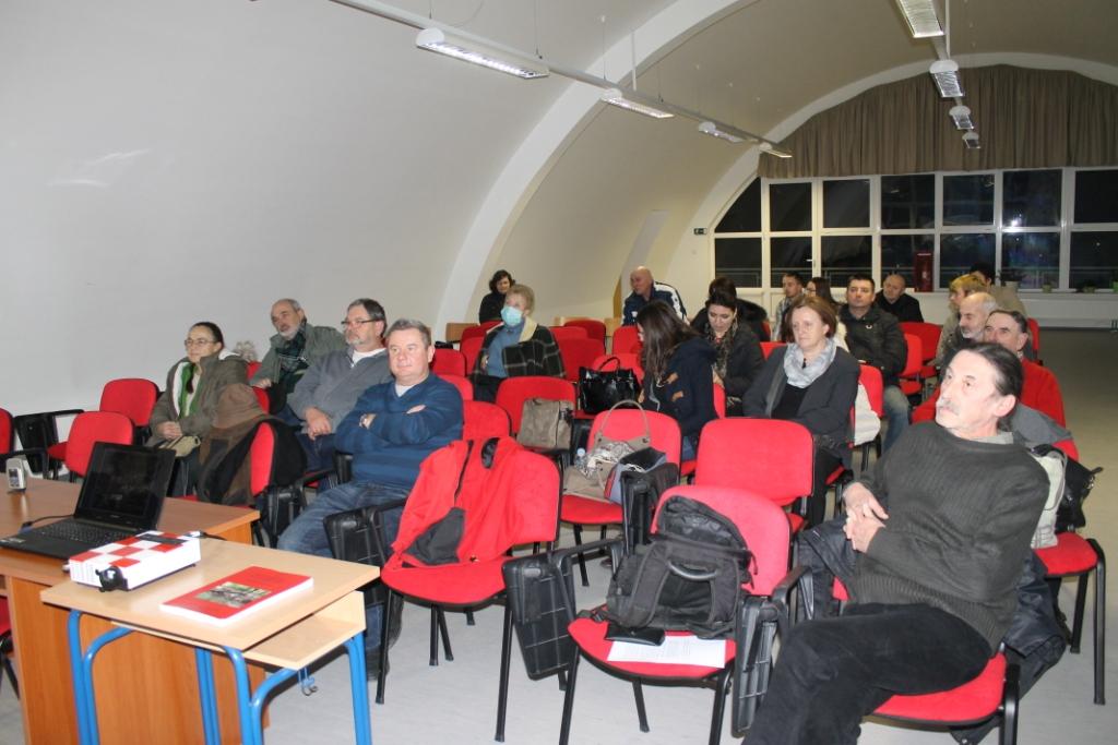 Posjetitelji na predavanju o arheološkim istraživanjima na Kalniku (foto: T. Tkalčec)