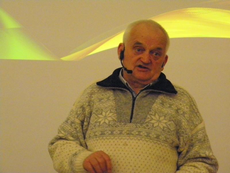 Akademik Vladimir Paar na predavanju u Knjižnici HAZU u Zagrebu 4. veljače 2016. (foto: R. Matić)
