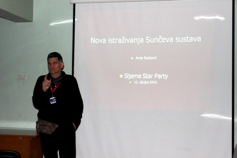 Ante Radonić počinje svoje predavanje na Star Partyju na Sljemenu (foto Martin Vujić)