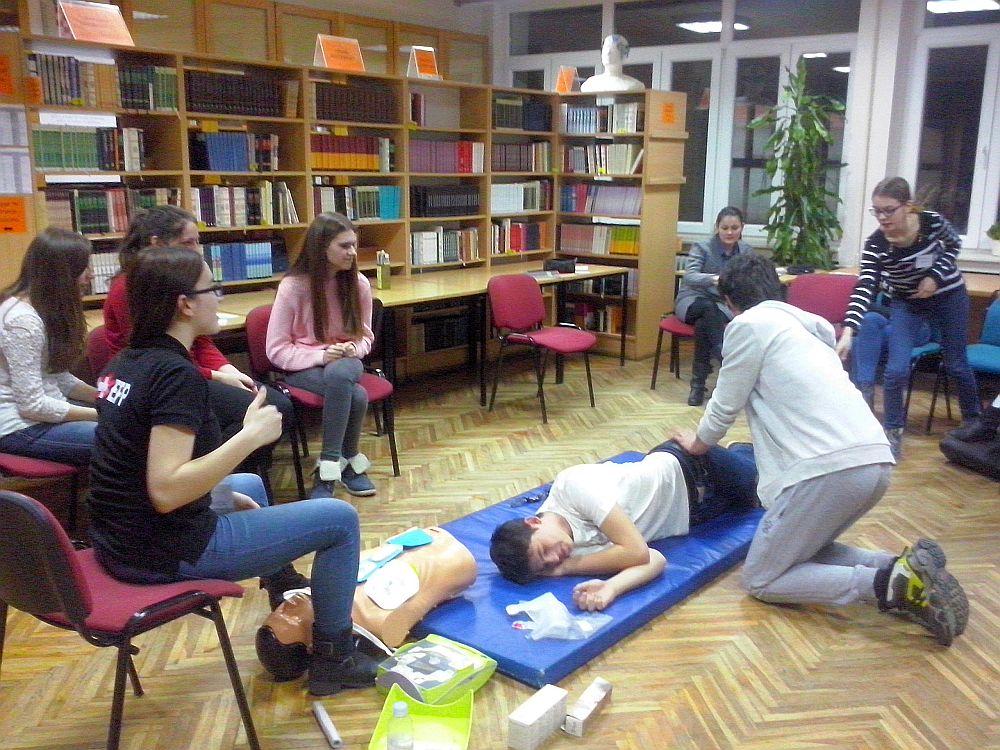 CAM04637_edukacija_prva_pomoc_trauma_gimnazija