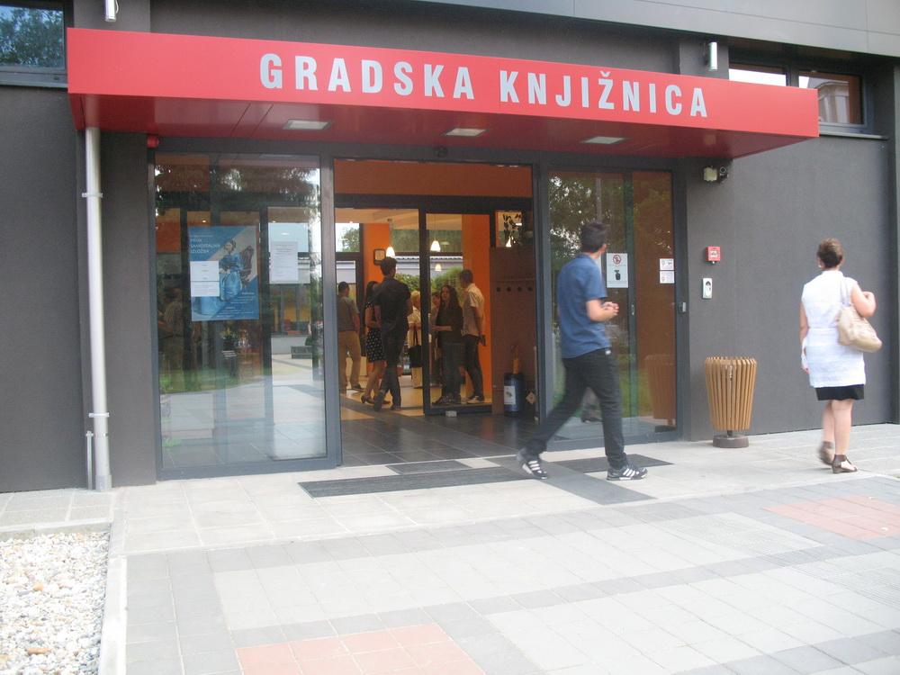 IMG_0064_Gradska_knjiznica_Franjo_Markovic_ulaz