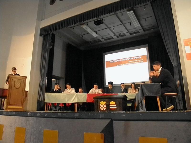 Križevački gimnazijalci glume Sabor 21. travnja 2016. (foto R. Matić)