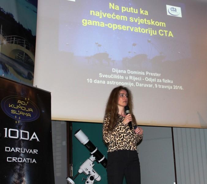Prof. dr. sc. Dijana Dominis Prester na festivalu '10 dana astronomije u Daruvaru 9. travnja 2016. (foto Martin Vujić)