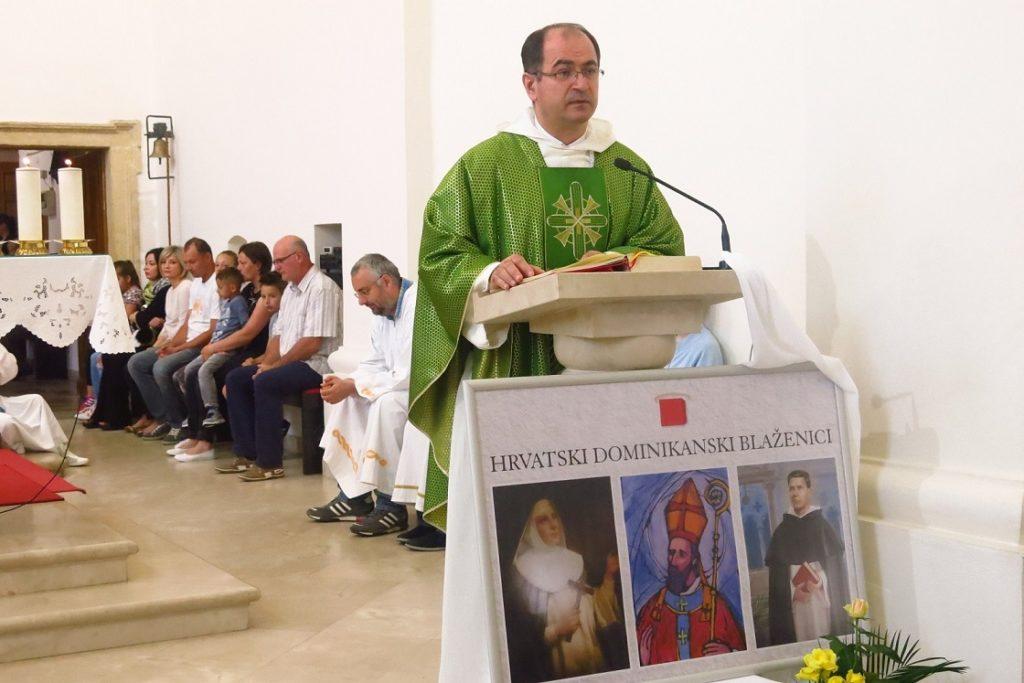 002 Fr. Anto Gavrić propovijeda Dani hrvatskih svetaca i blaženika