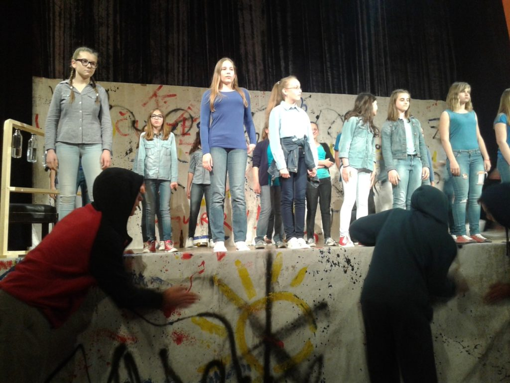 1-20160520-180502_zeljka_Sunjic_predstava_skola_bjelovar