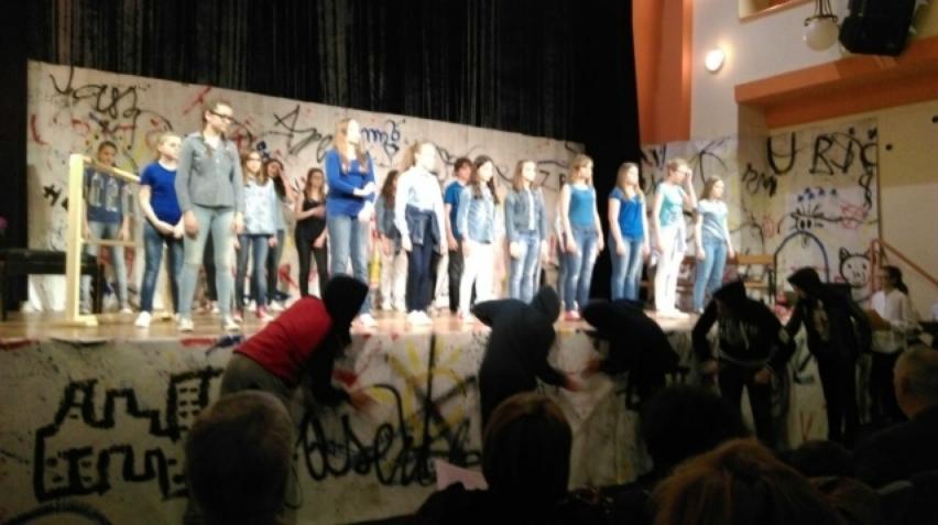 4-imag0638_zeljka_Sunjic_predstava_skola_bjelovar