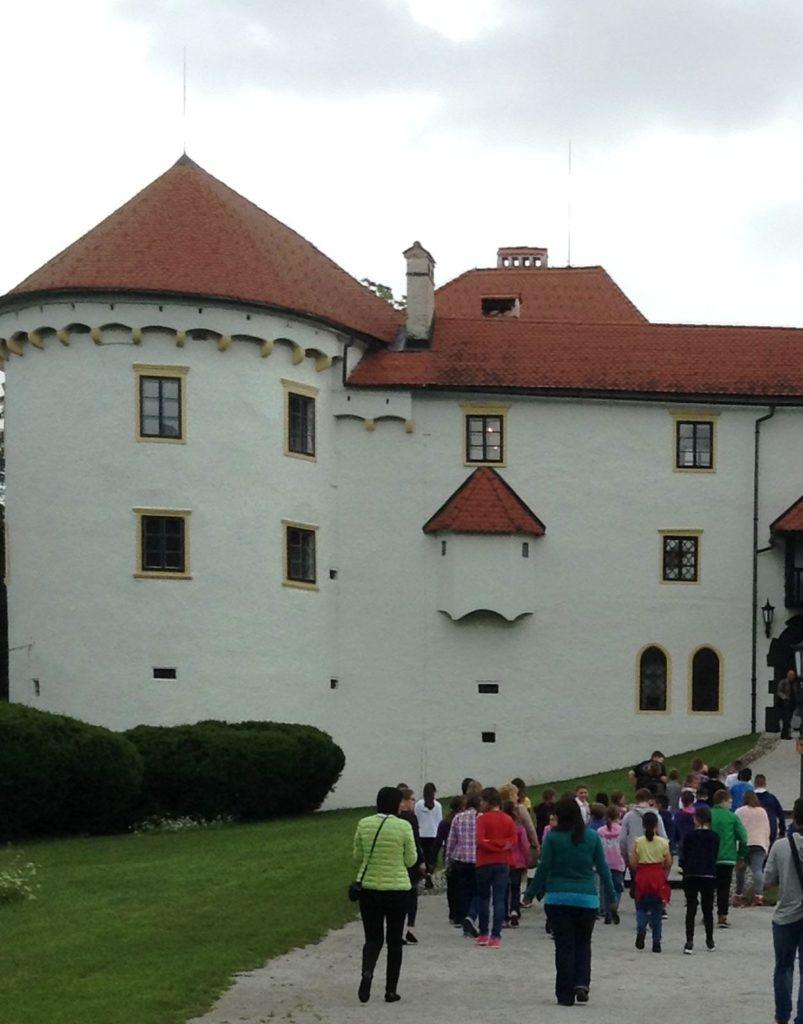 Dolazak u dvorac OŠ Ljudevita Modeca Čitanje ne poznaje granice