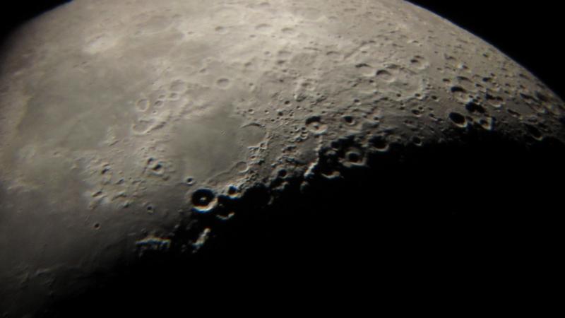 Mjesec kroz teleskop Perzeida 27. veljače 2012 (foto M. Vujić)