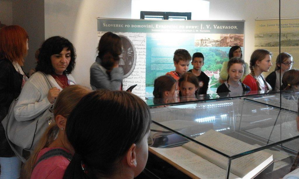 Učenici u muzeju dvorca OŠ Ljudevita Modeca Čitanje ne poznaje granice