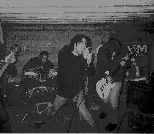 Jedina za sada poznata koncertna fotografija benda Tripl Kripl (preuzeta s njihovih internetskih stranica)
