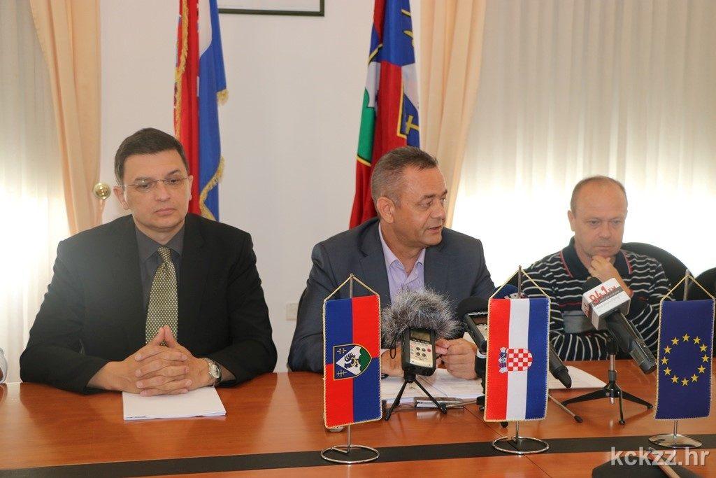IMG_1010_izvanredna_tiskovna_konferencija_zupan_Koren