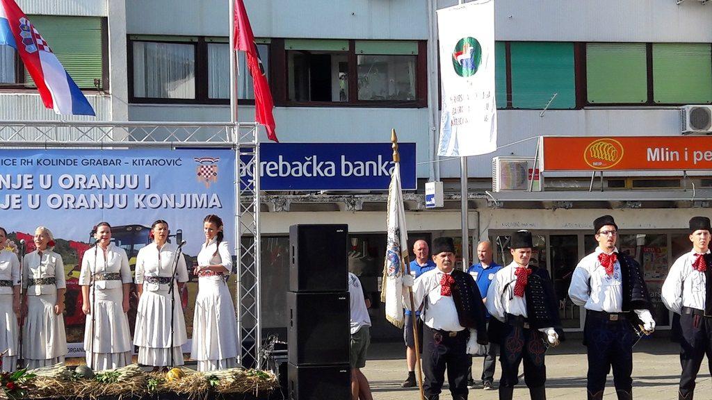 Velika-Gorica-26-28-09-2016-Saša-Višak-na-otvorenju-podizanje-zastave-orača_drzavno_natjecanje_oranje_Sasa_Visak_Zoran_Radicek
