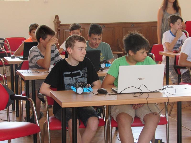 robotika2_Croatian_Makers_robotika_STEM_auto_Krizevci_by_krizevci_hr