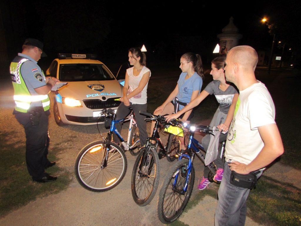 IMG_6476_Osvijetli_se_akcija_svjetla_bicikli_prsluci_KUB_POINT_Policija