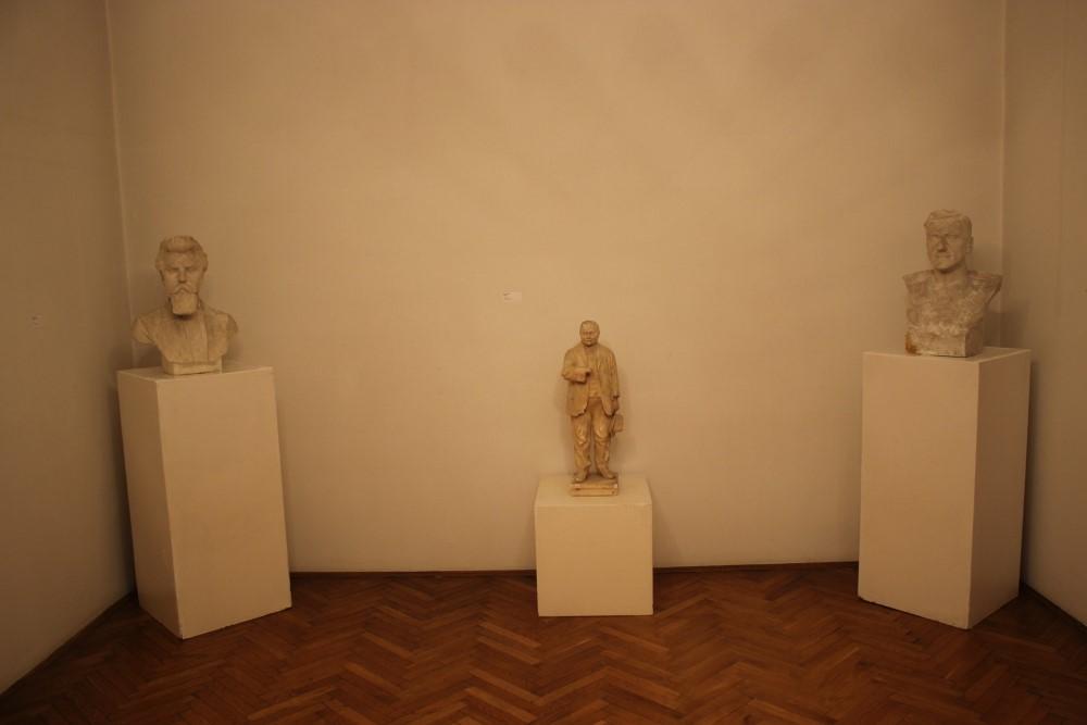 Pogled na mali dio izložbe o Juliju Csikosu Sessiji. Izložba je otvorena do 1. listopada (foto: Gradski muzej Križevci
