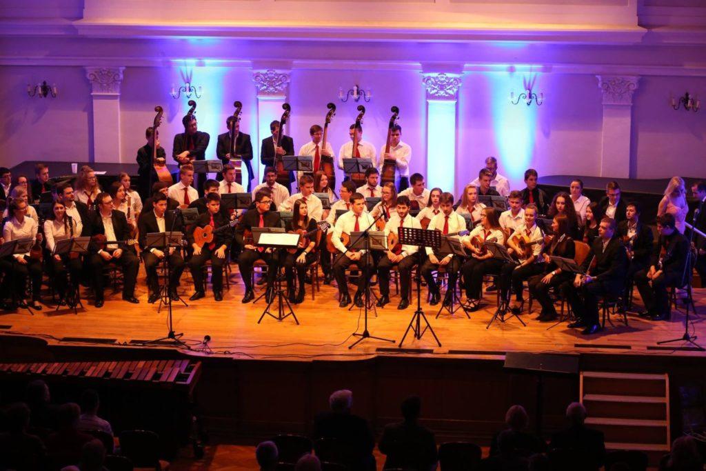 tamburaski-orkestar_glazbeni_memorijal_tamburasi