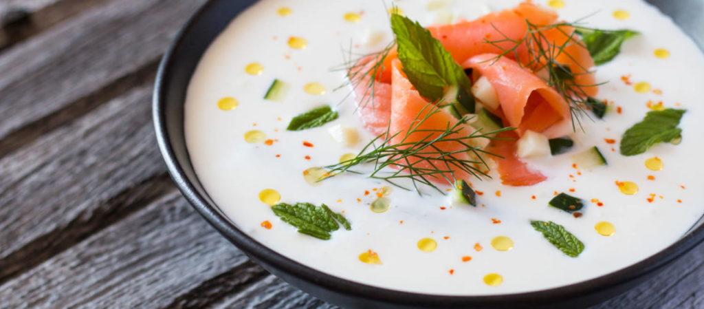 darkova-web-kuharica-jogurt-juha-s-krastavcima-lososom-i-mentom-3-1140x500